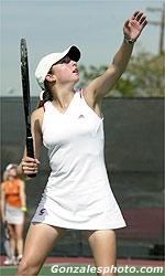 Women's Tennis Edges Pacific 4-3