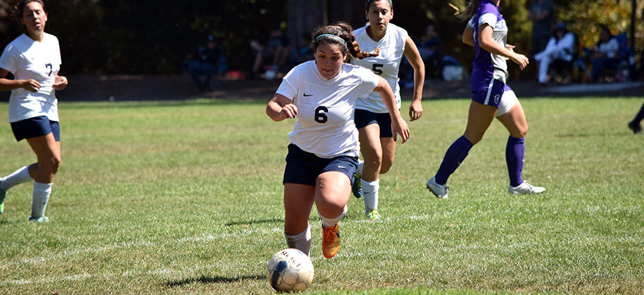 Soccer Remains Undefeated with Tie Against Simpson