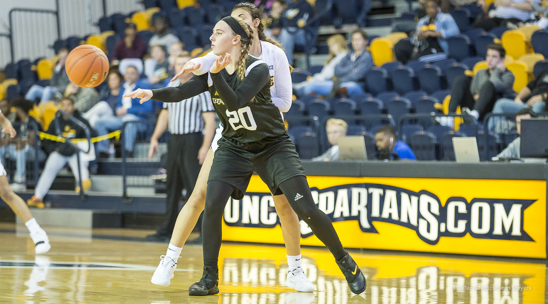Women's Basketball Falls in Opener to Washington & Lee