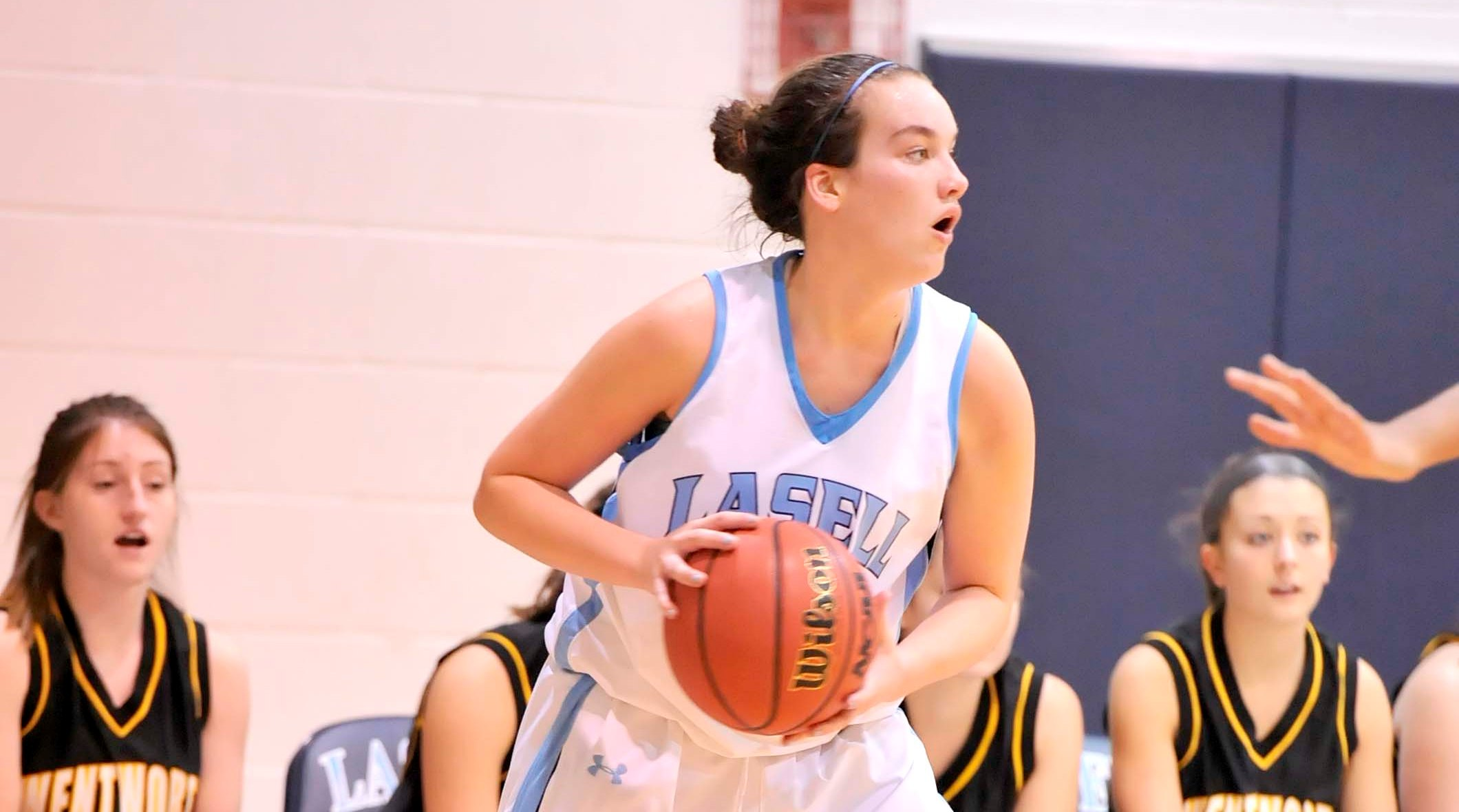 Women's Hoops Stumbles at Fitchburg, 76-64