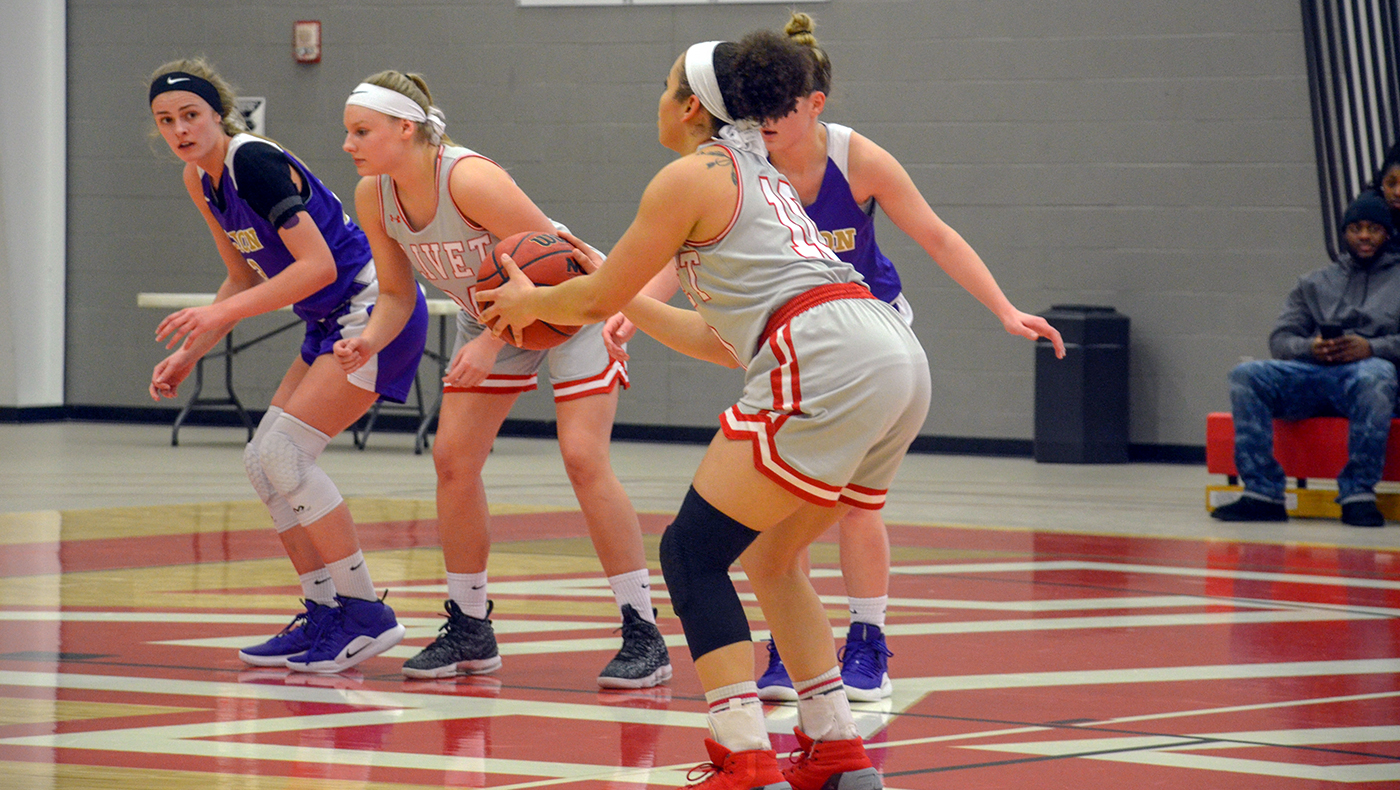 Women's basketball team tripped up by Albion, 64-43