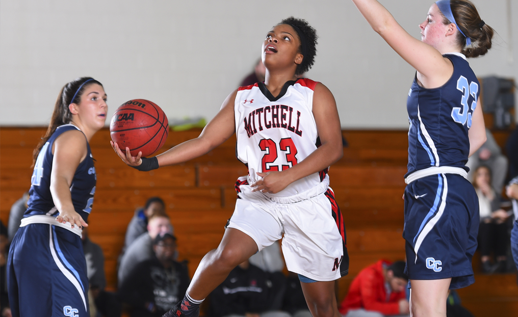 WBB Fends Off DWC in Fourth Quarter
