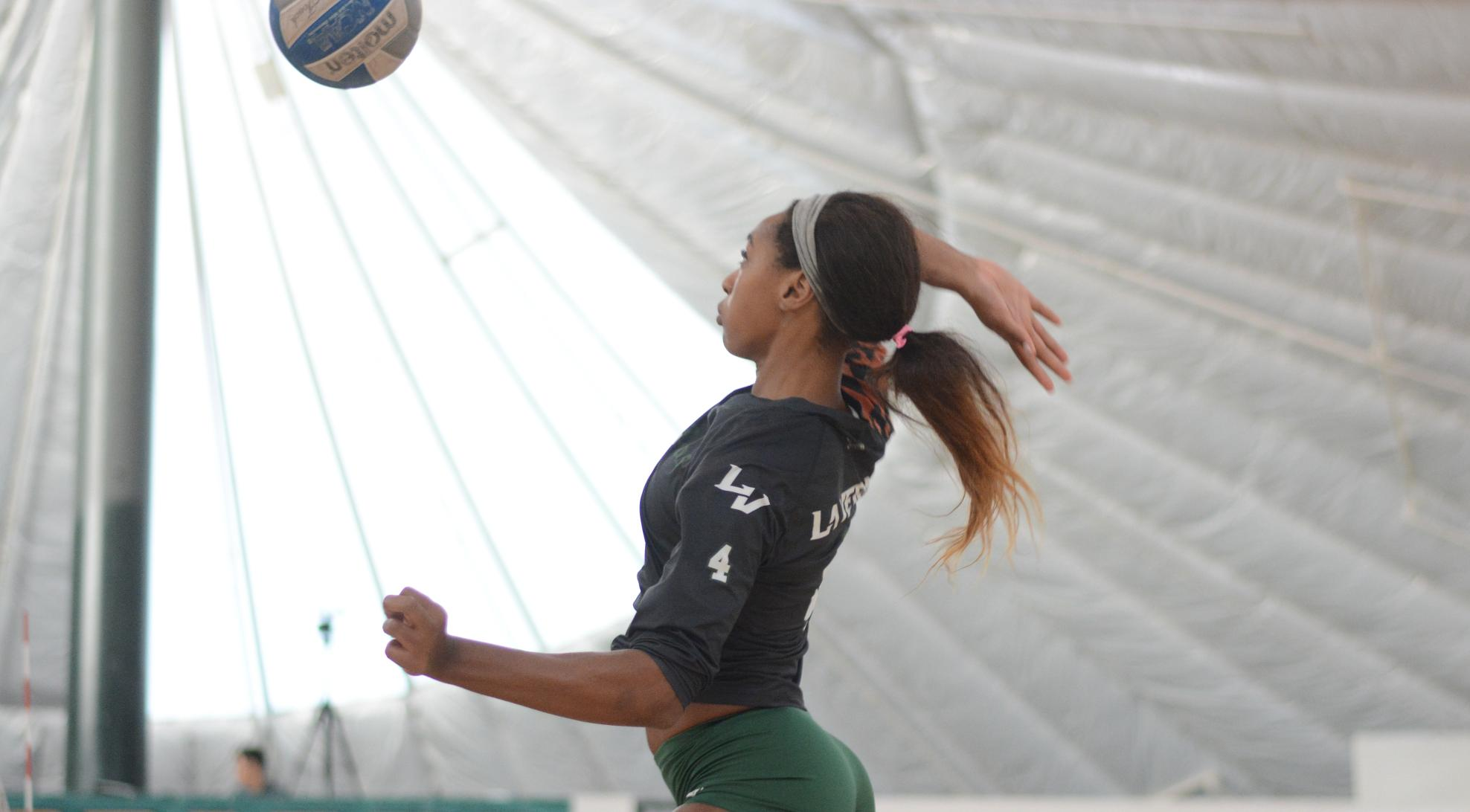 Volleyball stumbles against Trinity (TX)