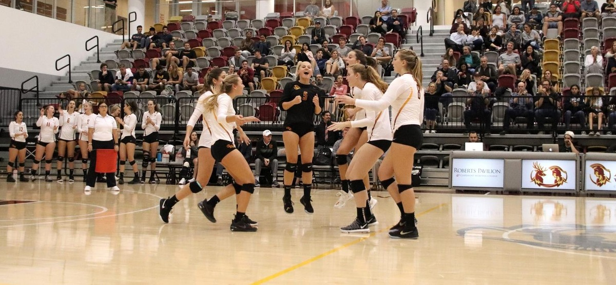 CMS Volleyball Outlasts La Verne 3-1 to Advance to SCIAC Finals