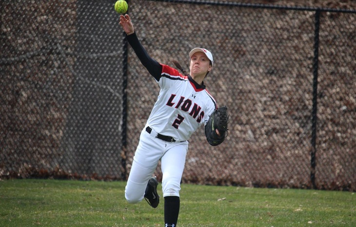 Softball Cruises by Monmouth (Ill.), Earns Walk-Off Win Over Bates Sunday