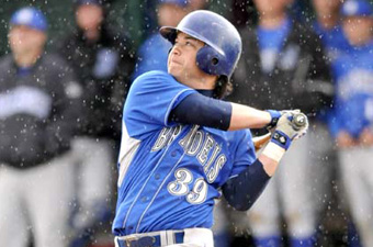 Baseball rallies but falls short against WashU, 8-6, in UAA finale