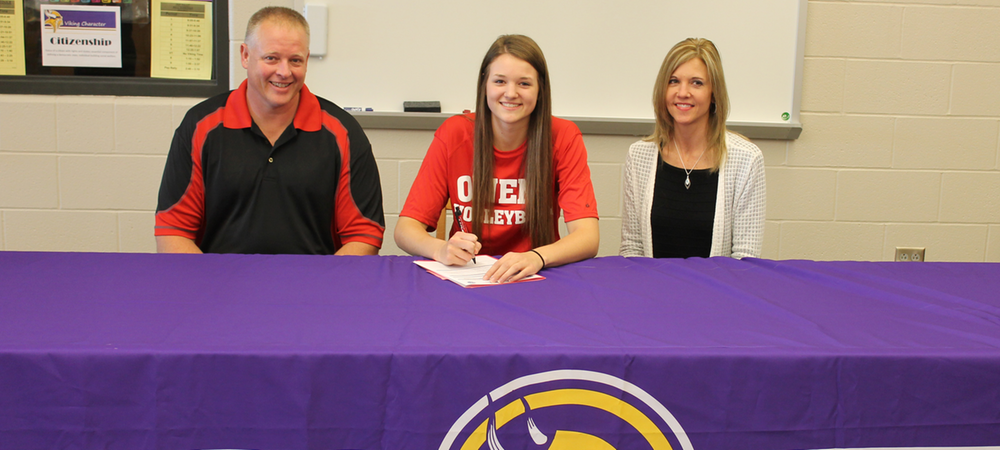 Brooke Gerdeman is joined by her parents, Tim and Stacey, on signing day. Photo by Nicholas Huenefeld/Owens Sports Information