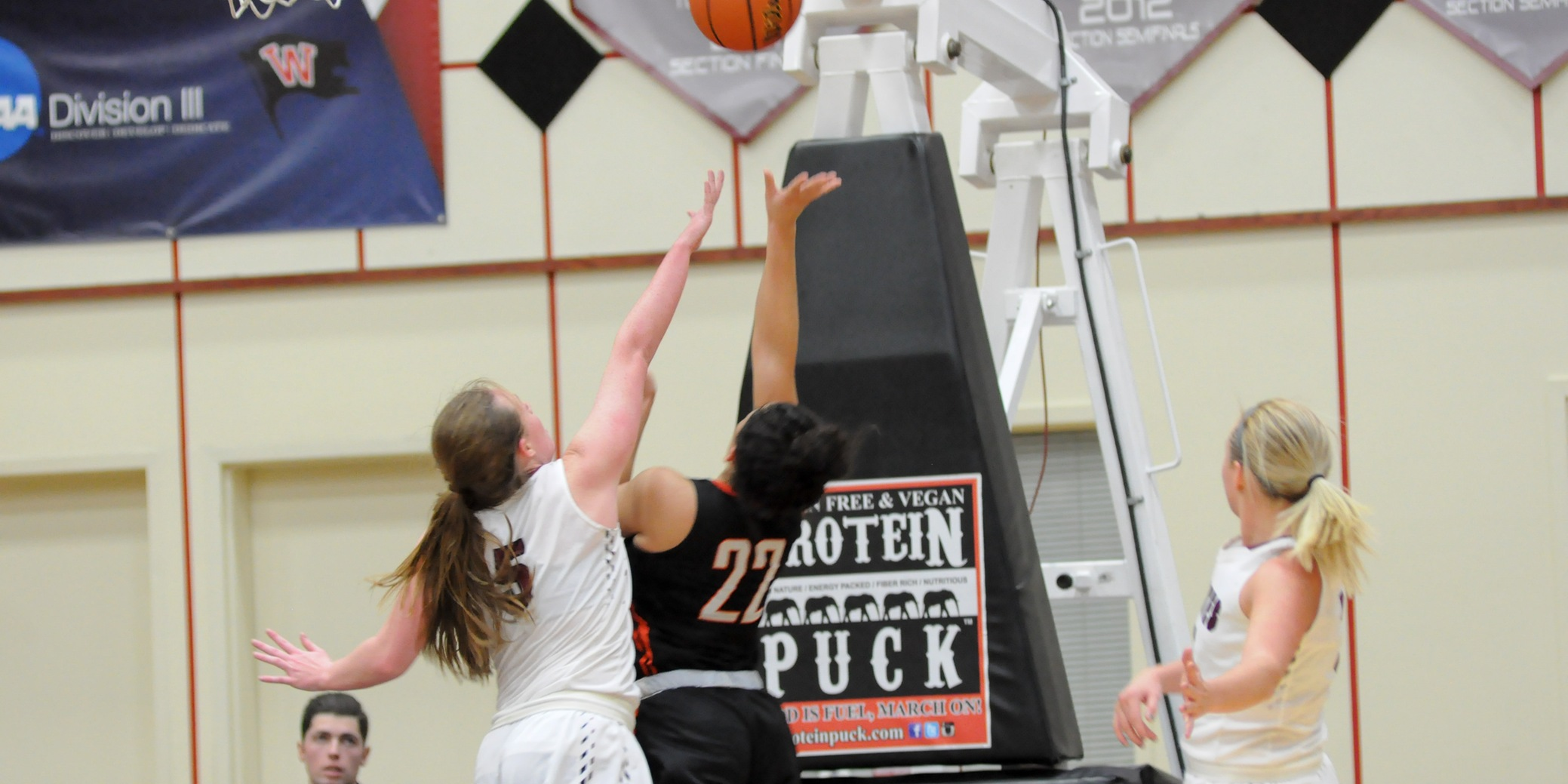 Willie's career-high 23 points leads Pios to win