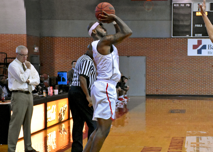 T.C. Elmore had 20 points and nine rebounds in Saturday's loss to Maryville.
