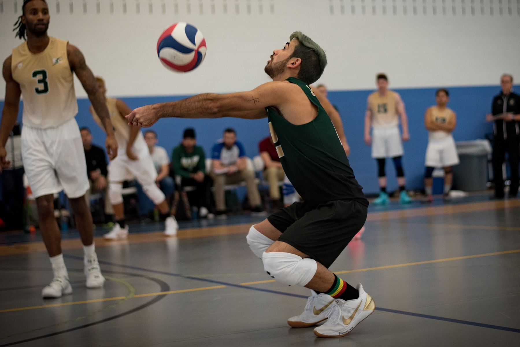 Men's Volleyball Splits Final Two Contests In Clash At Kean