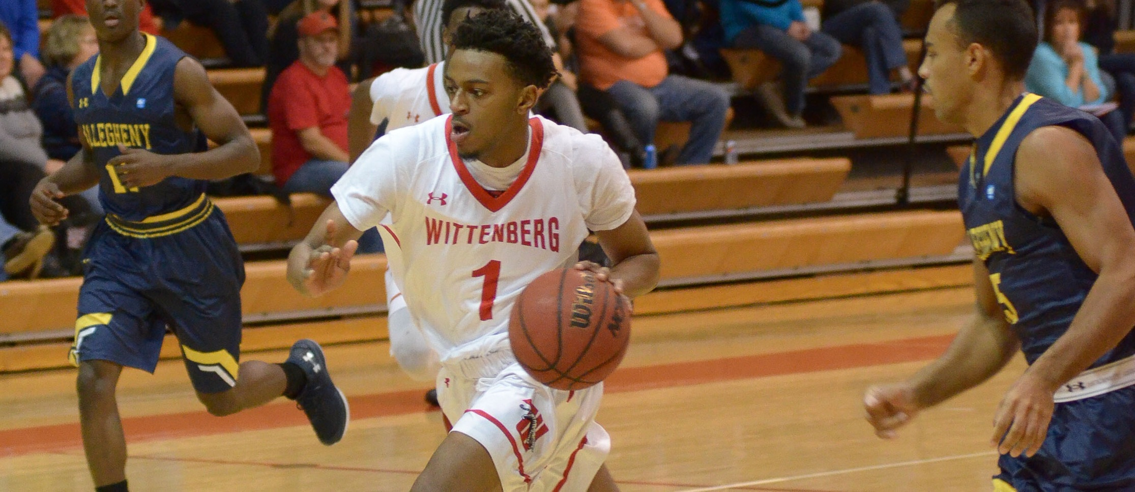Men's Hoops Moves to 7-0 with 13-point Win at DePauw