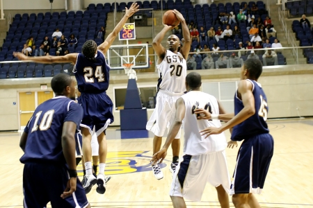 Mens hoops wins overtime thriller at Lincoln Memorial