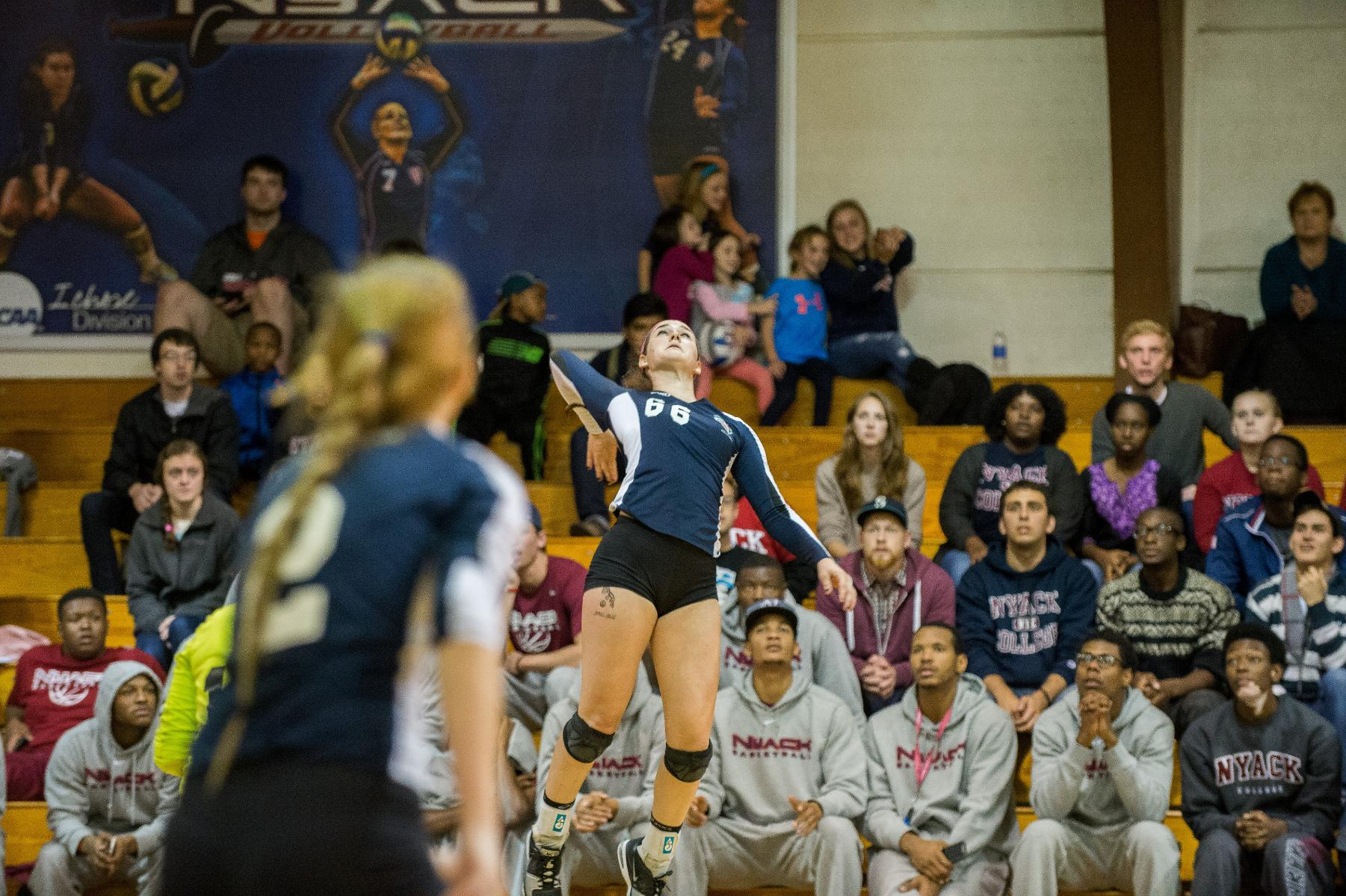 Women's Volleyball finishes tournament weekend 1-1