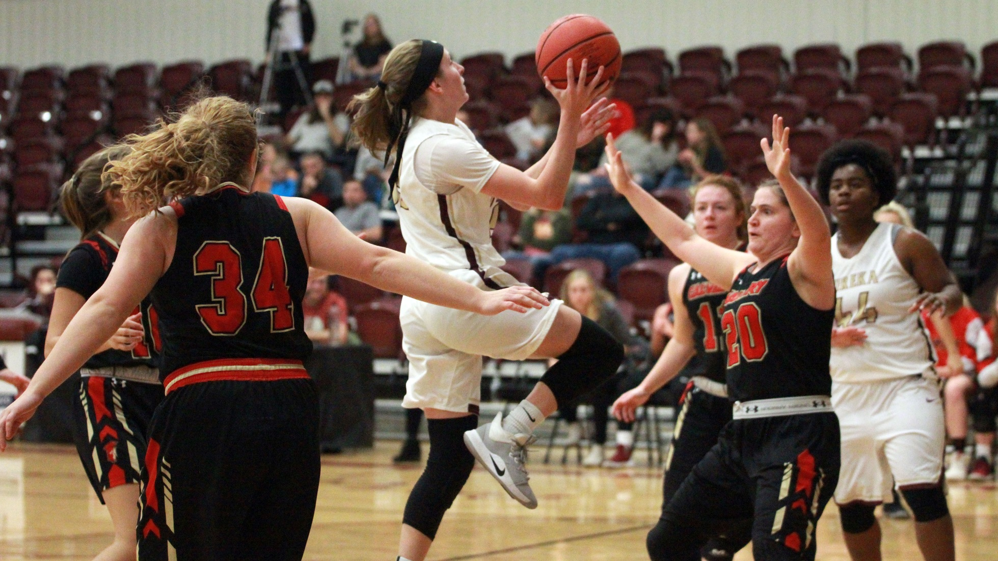 Lincoln Holds On Against Red Devils, 84-75