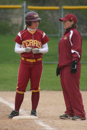#2 Makenzi Peterson & Assistant Coach Dawn Thompson (Photo by Sandy Gholston)