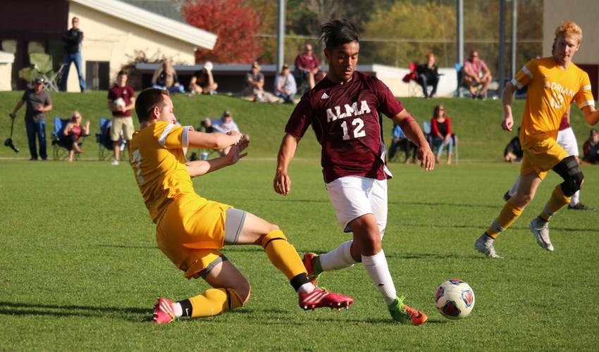 Men's Soccer Drops Home Match to Adrian