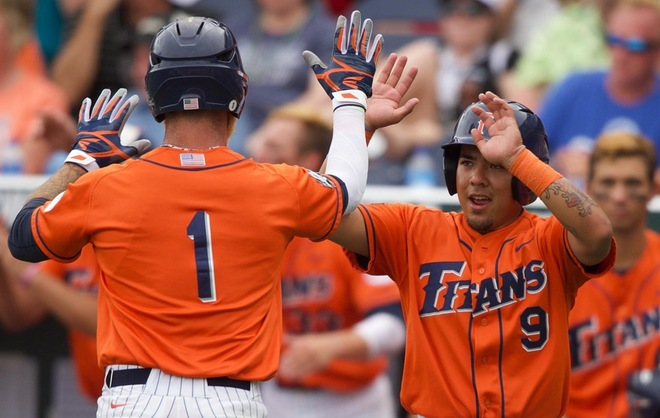 Titans Fall in College World Series Opener, 6-5