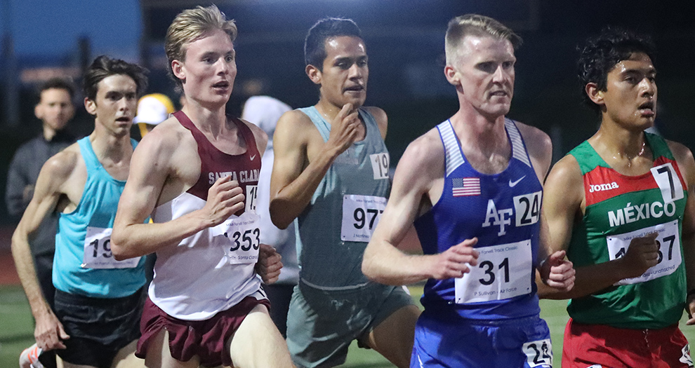 Jack Davidson took fifth place in a 5,000-meter field of 227 runners at the Mike Fanelli Track Classic.