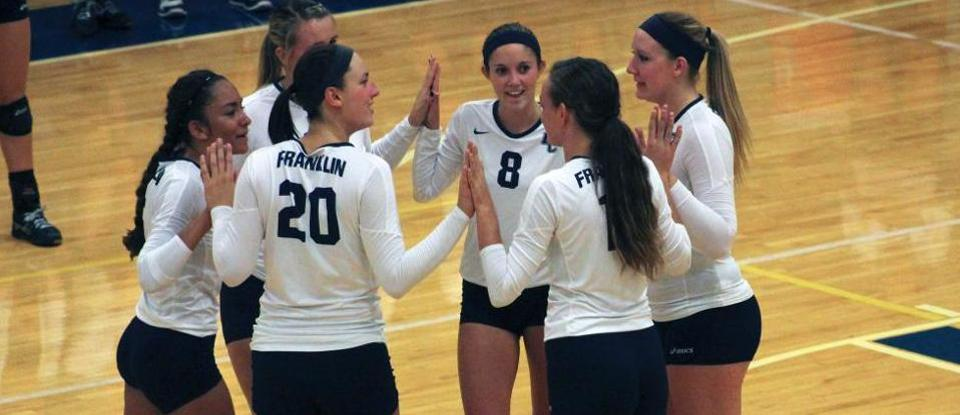 Volleyball Defeats Knox to Open Play at Illinois Wesleyan Tournament