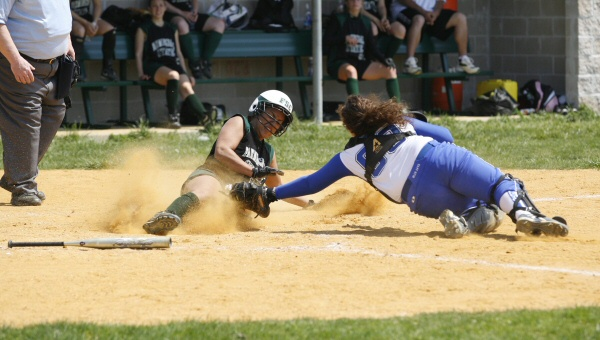 Softball Sweeps Skyline Player/Rookie of the Week Awards