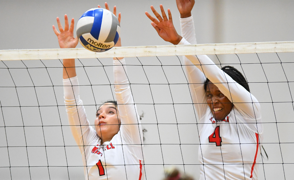Volleyball Fights Hard in 3-1 Loss to Becker