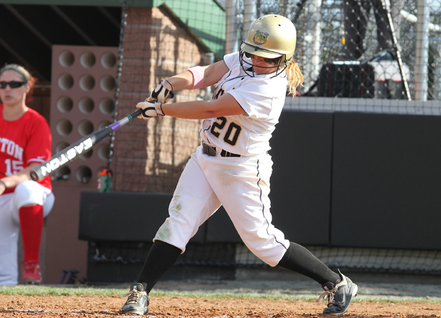 Softball at .500 in NEC, sweeps Wagner