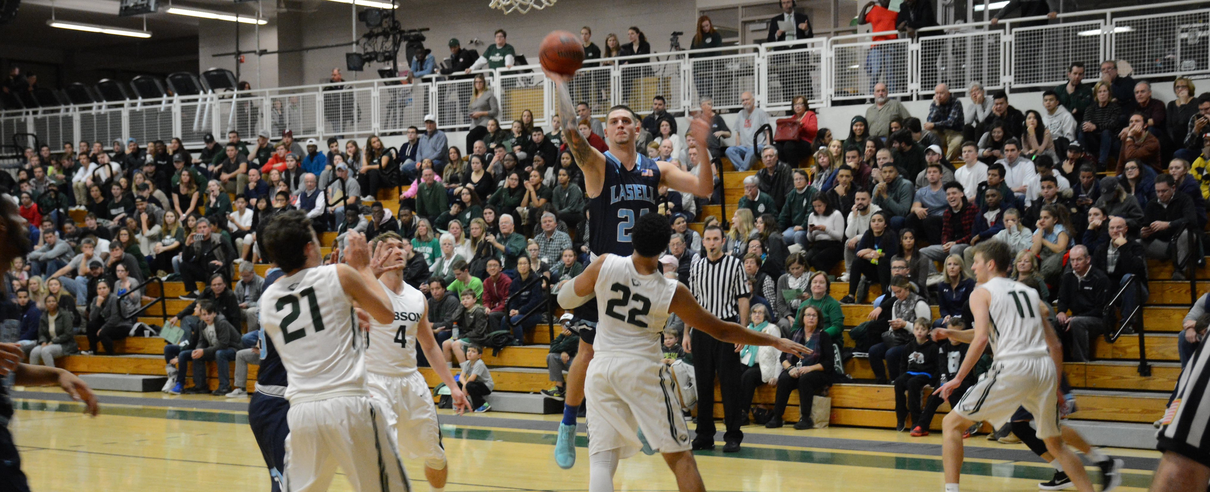 Lasers Drop Season Opener to No. 7 Babson