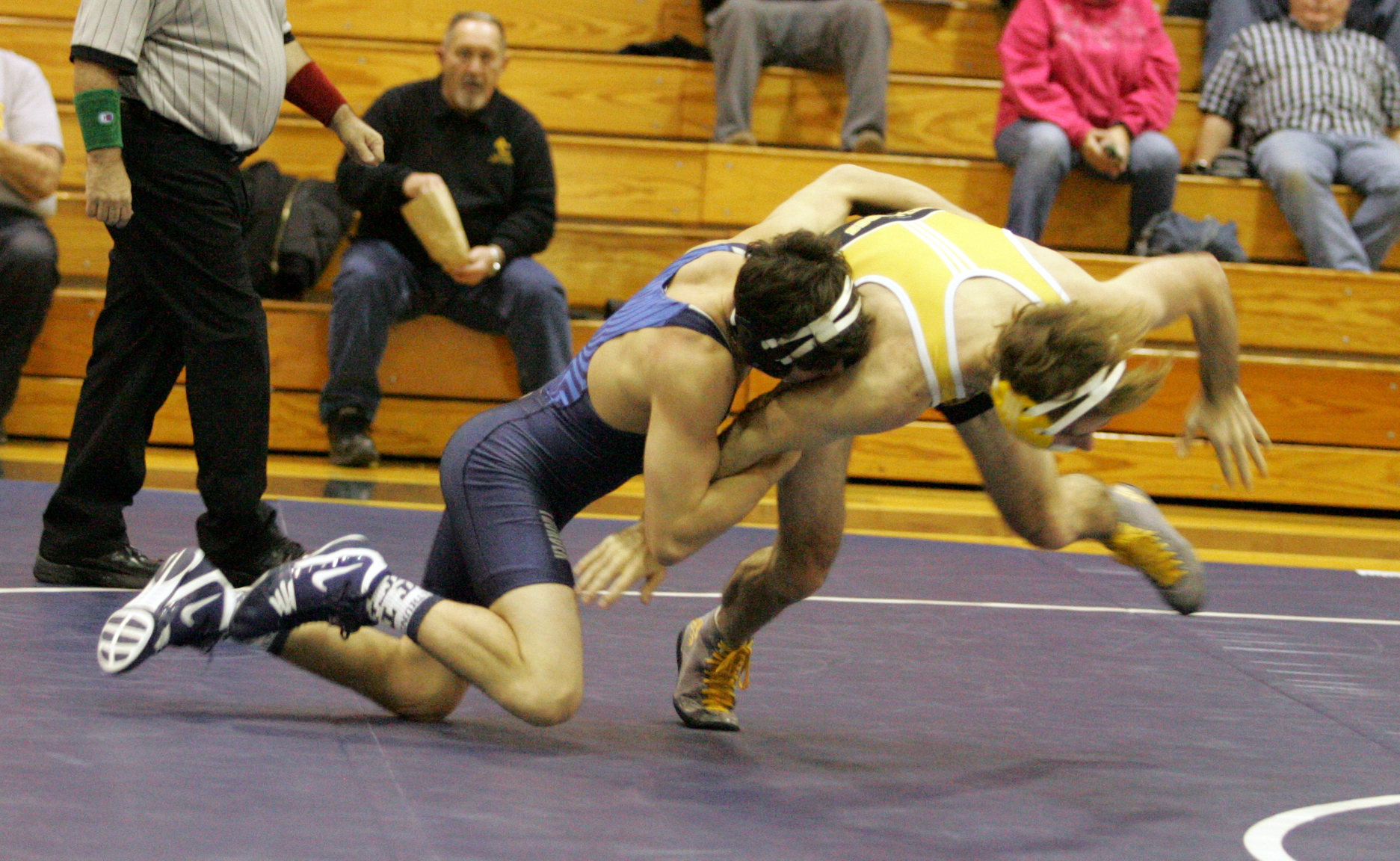 Wrestling Defeats Milwaukee School of Engineering at the Chicago Duals