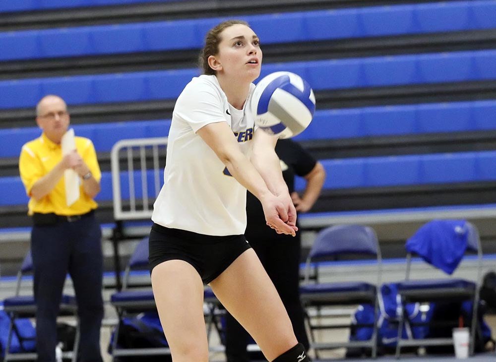 Women's Volleyball Beats Salem State for 10th Straight Win; Lancers Remain Undefeated in MASCAC