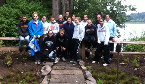 Women's Basketball Helps Clean Up Willamette Park