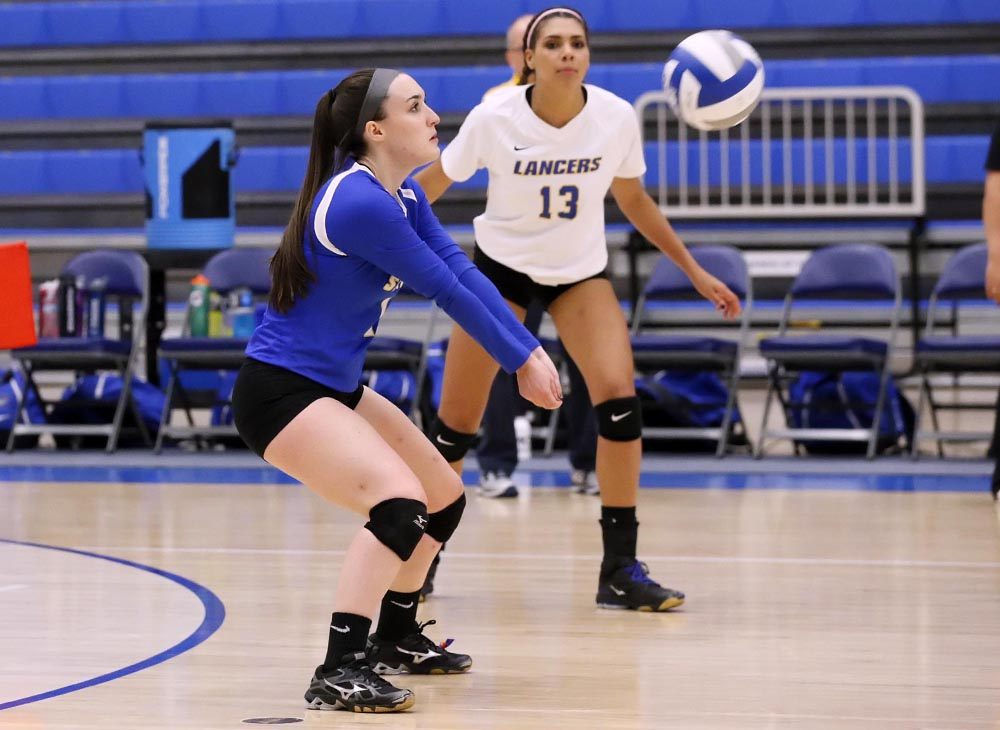Women's Volleyball Posts 2-1 Record at Hall of Fame Invitational
