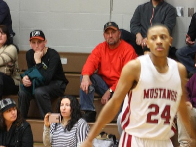 Men's Basketball: Mustangs Muster out a Win at Bucks
