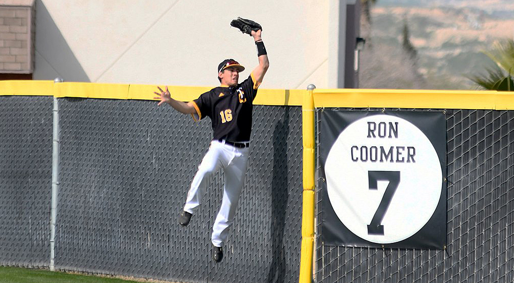 Leo Fontanez robs Fresno's Chet Allison of a home run in Saturday's loss to the Rams. (Photo by Taft Midway Driller)