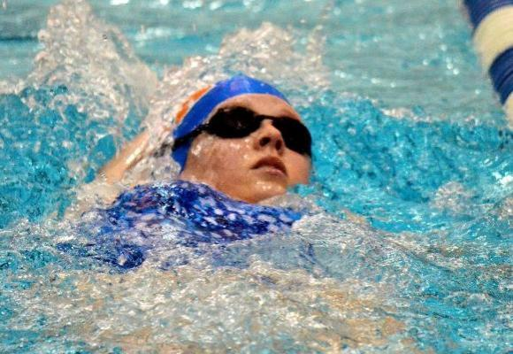Women's Swimming and Diving Drops a Pair