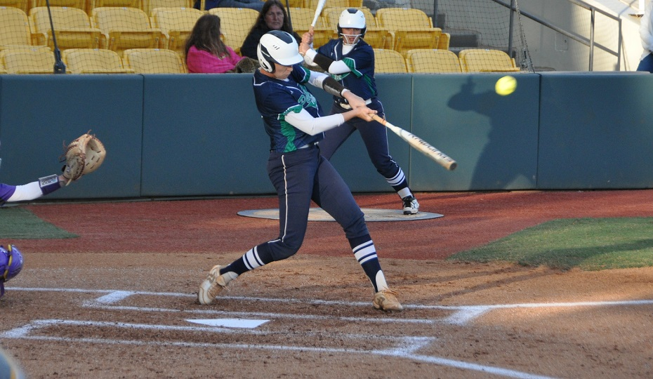 Softball Picks Up Win on the Weekend