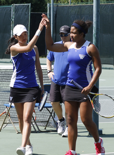 Lee and Granger Named NEWMAC Doubles Team of the Week
