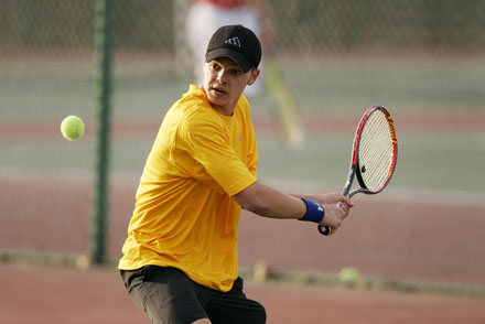 Crusaders Prevail Thanks to Victory at First Singles