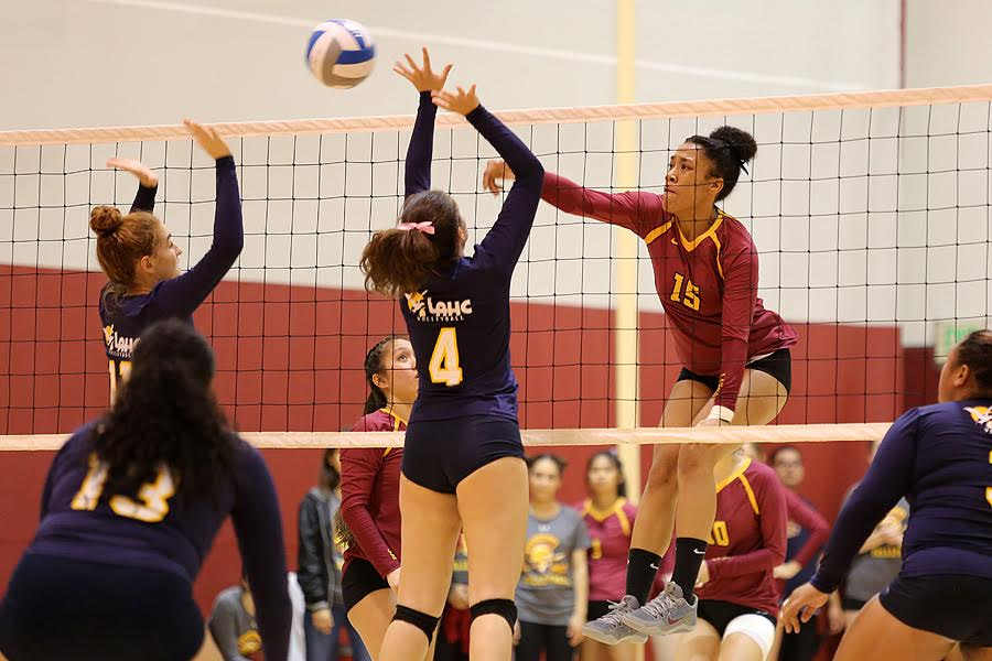 Women's Volleyball Sweeps 2 At PCC Quad