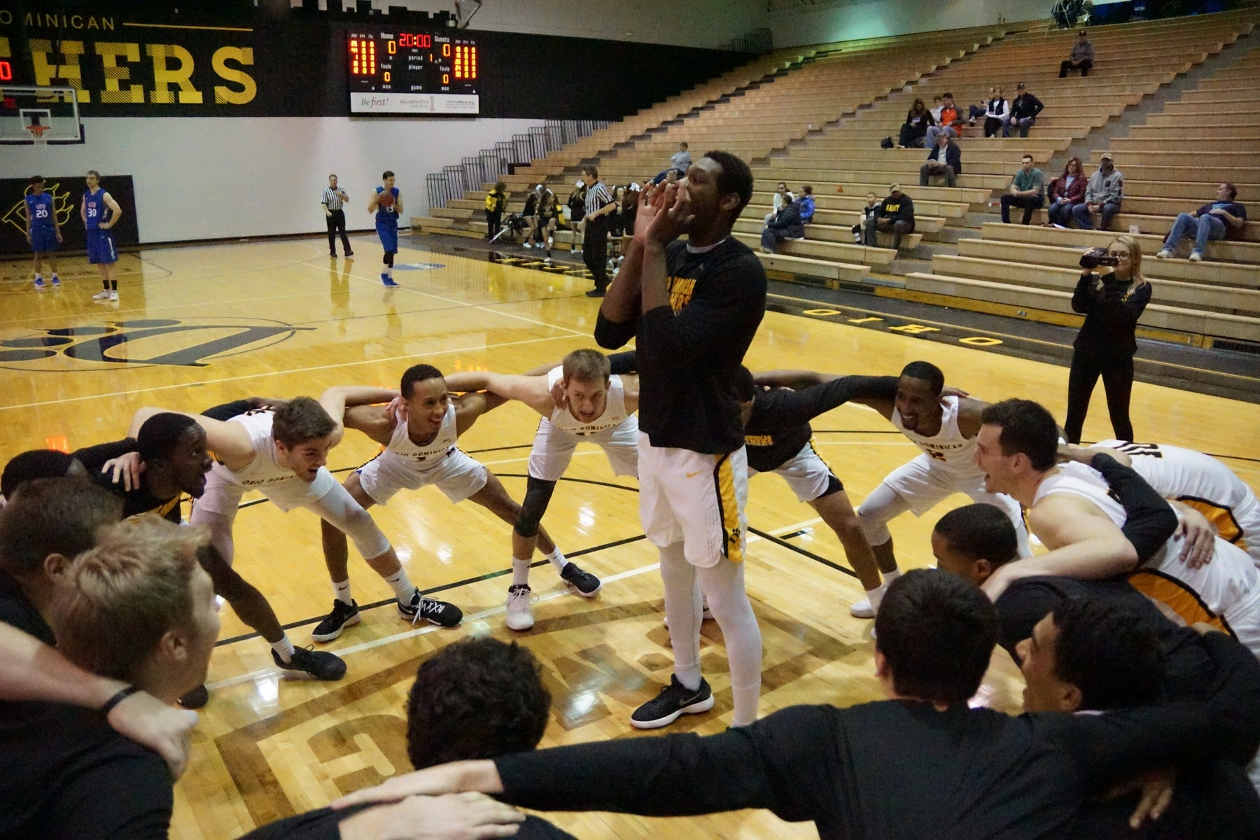 Men's Basketball Outlasts Storm, 81-77 (OT) To Earn Great Midwest Tournament Berth