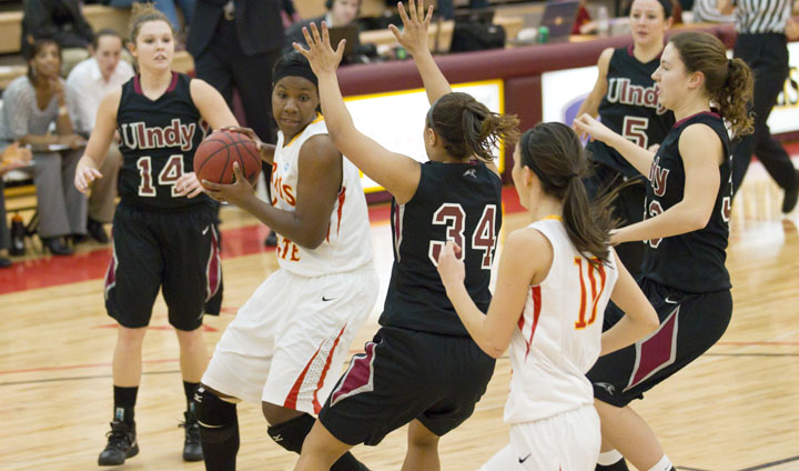 Women's Basketball Drops Season Opener To Cedarville