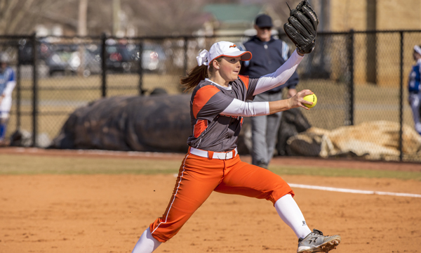 Davis throws one-hitter in Softball's sweep of King