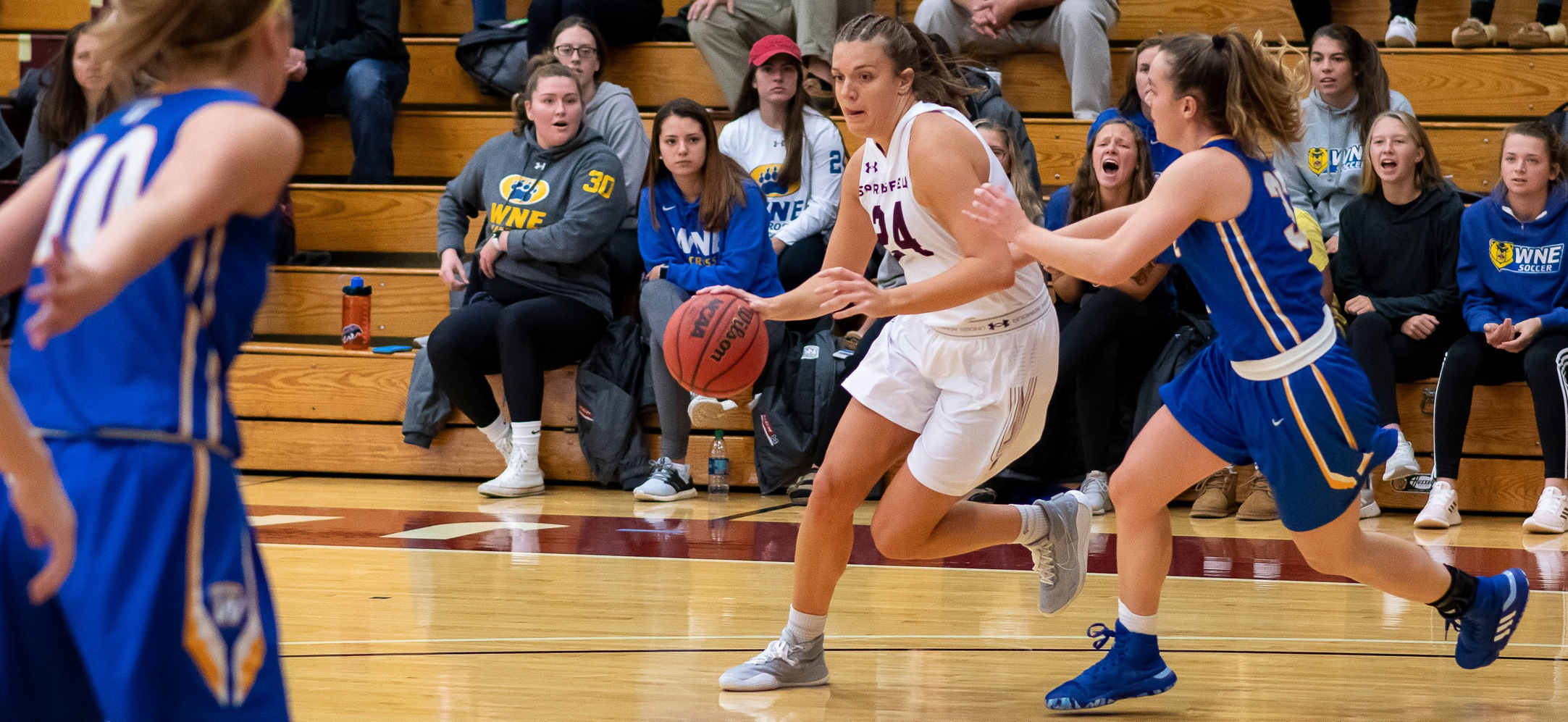 Women's Basketball Pulls Away From MIT, 67-61