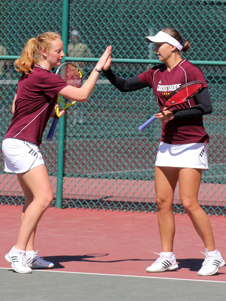 No. 2 Pirates Blank Northwood, 5-0, In Women's Tennis Round of 16