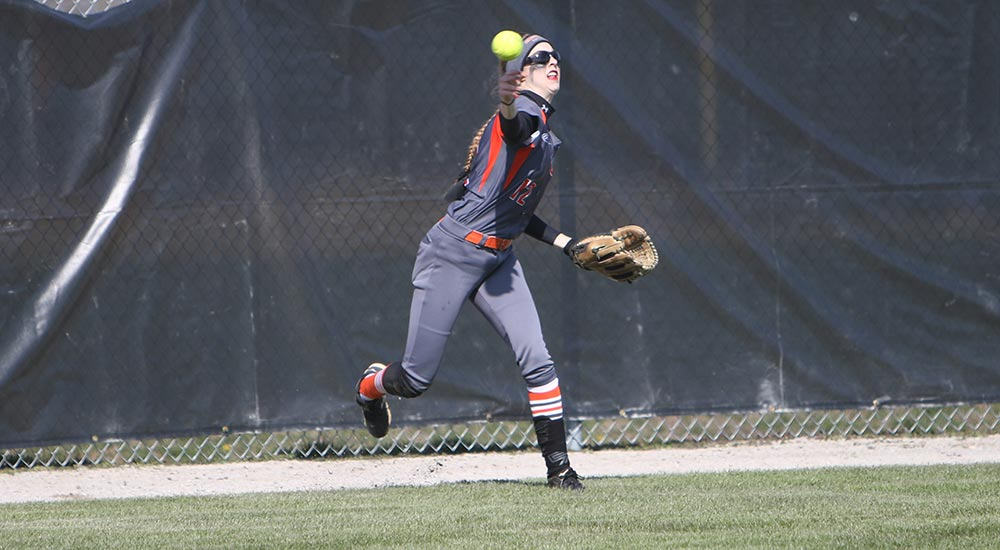 Softball winning streak goes to eight with sweep over MacMurray