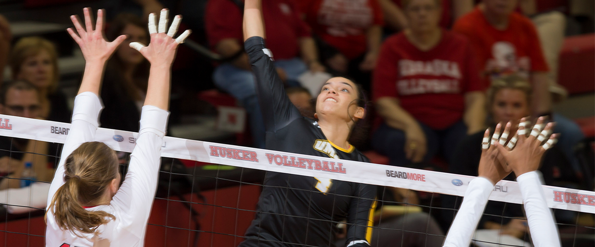 Rojas Has Career Night as Visiting Volleyball Stuns Four-Time Defending Champion New Hampshire in Five Sets