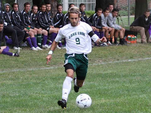 Men's Soccer Thwarted by Late Goal in 2-1 Defeat
