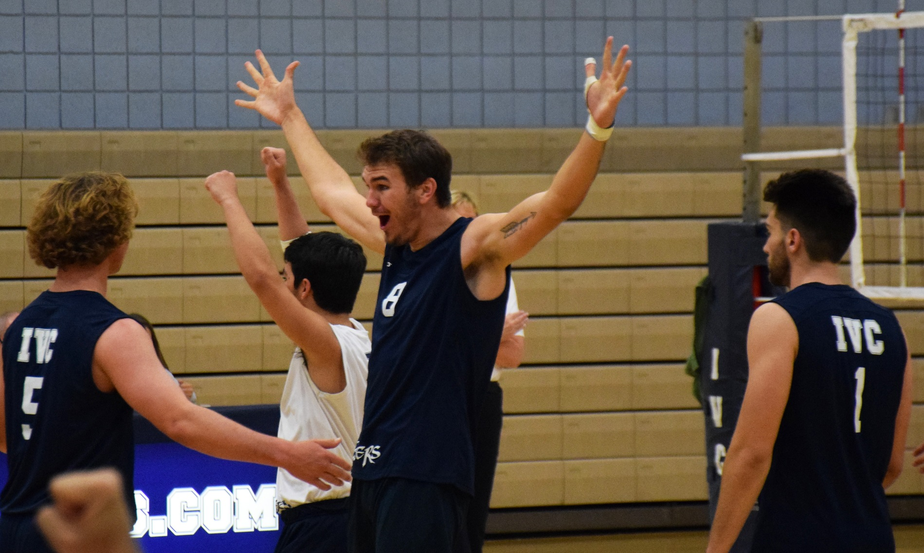Men's volleyball team has an easy time in sweep at Grossmont