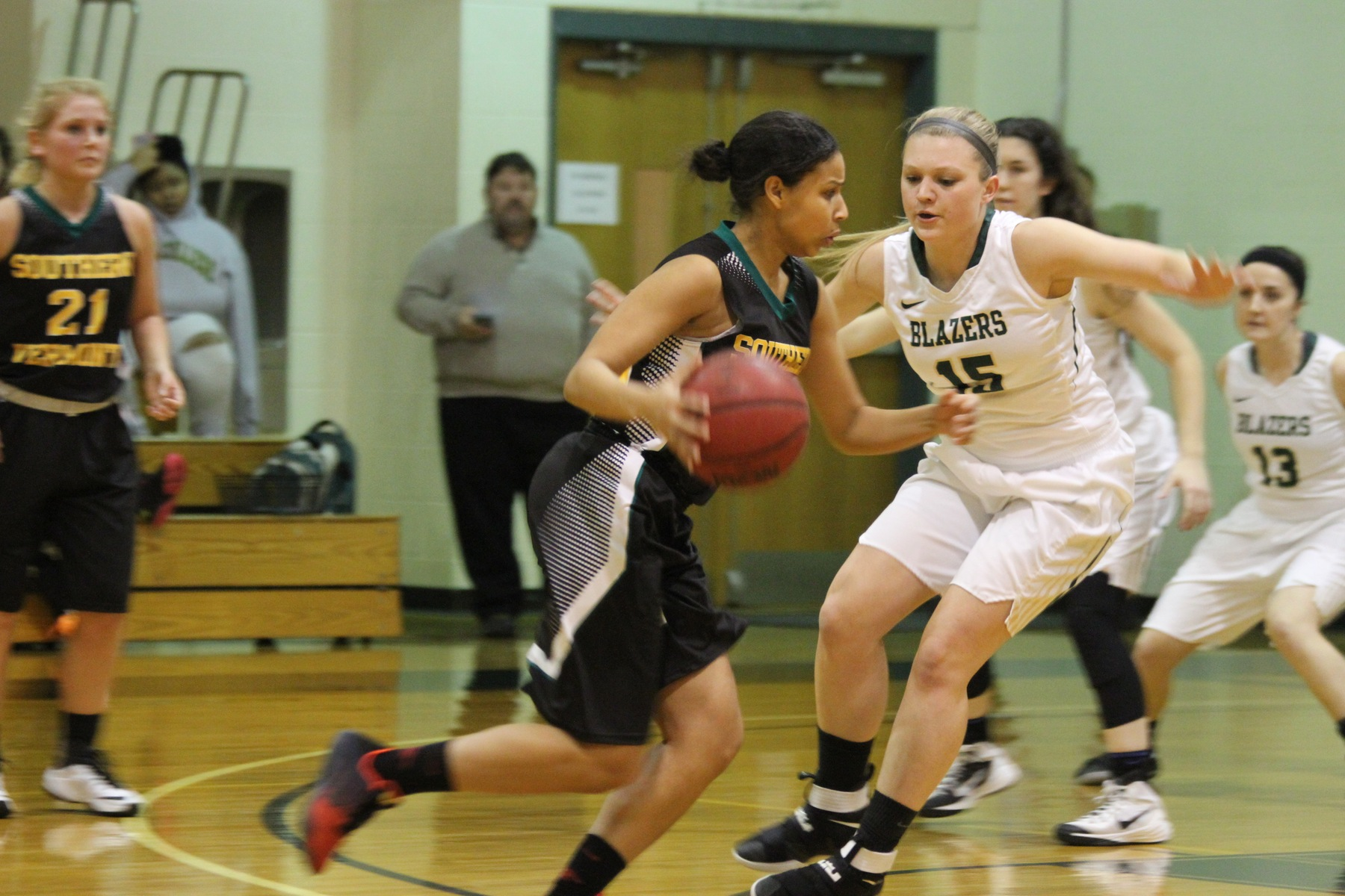 Women's Basketball Cruises To Road Win At Southern Vermont