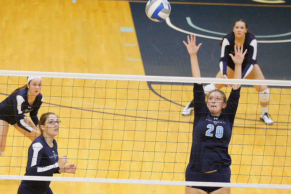 Lasell Women's Volleyball suffers two more losses at Skidmore Tourney