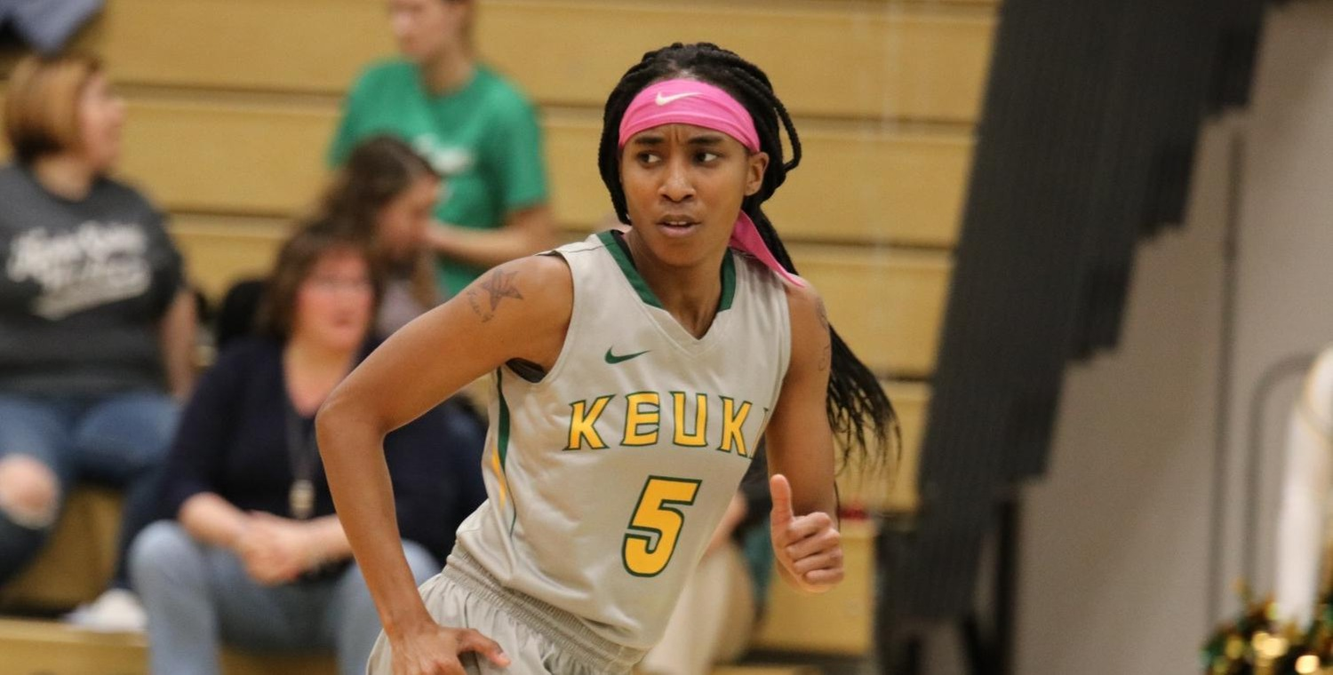 Jariah Johnson (5) led the Wolves with 18 points on Saturday -- Photo by Victoria Baker